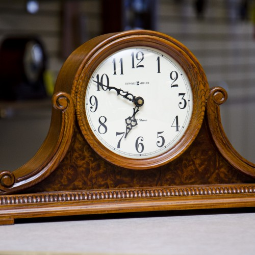 Howard_Miller_Anthony_Oak_Mantel_Clock_635-113_01